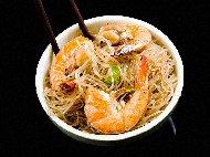 Оризови спагети (нудълс) със скариди задушени в кокосова сметана